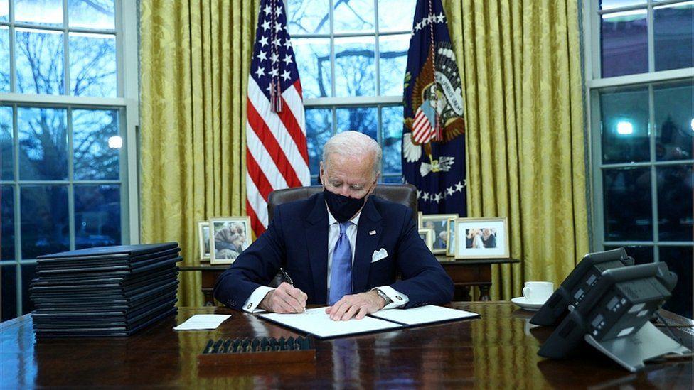 अमेरिकी राष्ट्रपति जो बाइडेनले अघि सारेको १९ खर्ब डलरको राहत प्याकेज स्वीकृत