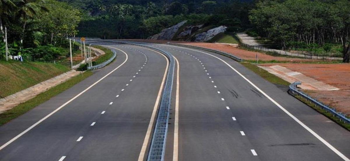 नारायणगढ-बुटवल सडक १७ अर्ब खर्चेर फराकिलो बनाइँदैं, १२ ठूला र साना २२ पुल बन्ने